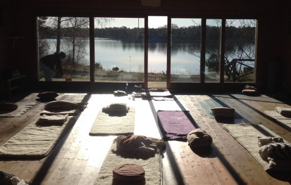 "MediYoga Retreat på Idöborg – 20-22:e April 2018 – ""The Power of Being You"""
