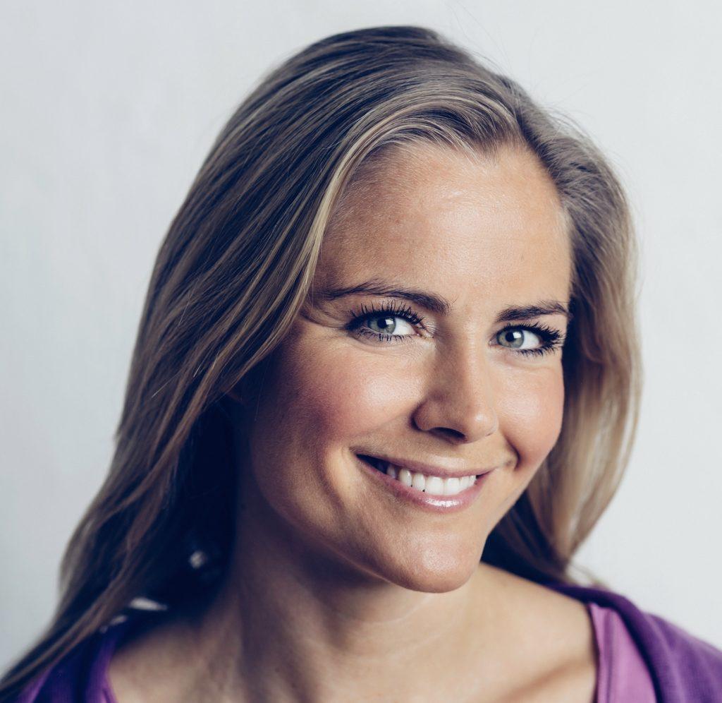 Madeleine Wilhelmsson är yogaterapeut och grundare av yogastudion YogaMana liksom livsstilskonceptet ManaYoga® – Funktionell Medicinsk Yoga