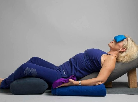 "Restorative Yoga Workshop – ""Deep Healing"" – Fre 9:e mars kl 15.30-18.30"