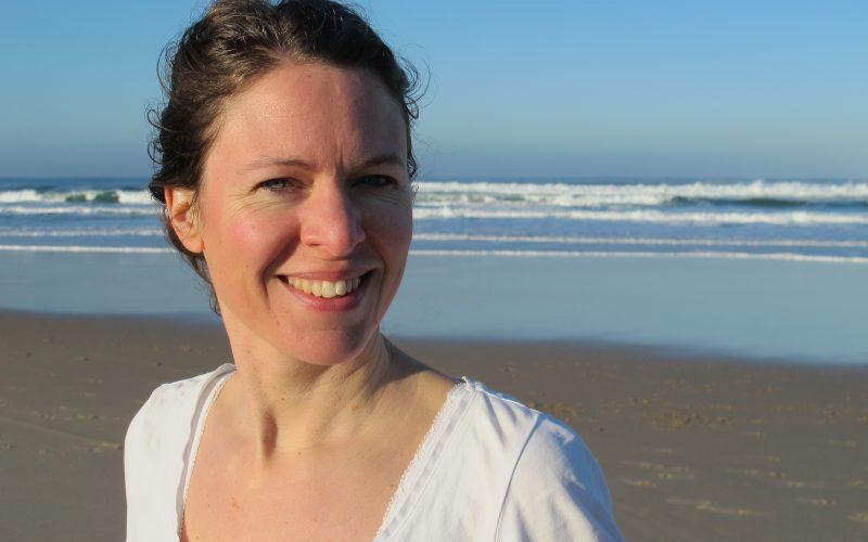 Prova på Kundaliniyoga med Helen Lind onsdag 28:e juni kl 18.45 för endast 75 kr hos YogaMana Östermalm