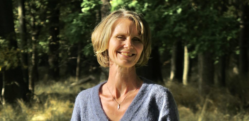 Elin Jonsson yogalärare på YogaMana Östermalm Stockholm