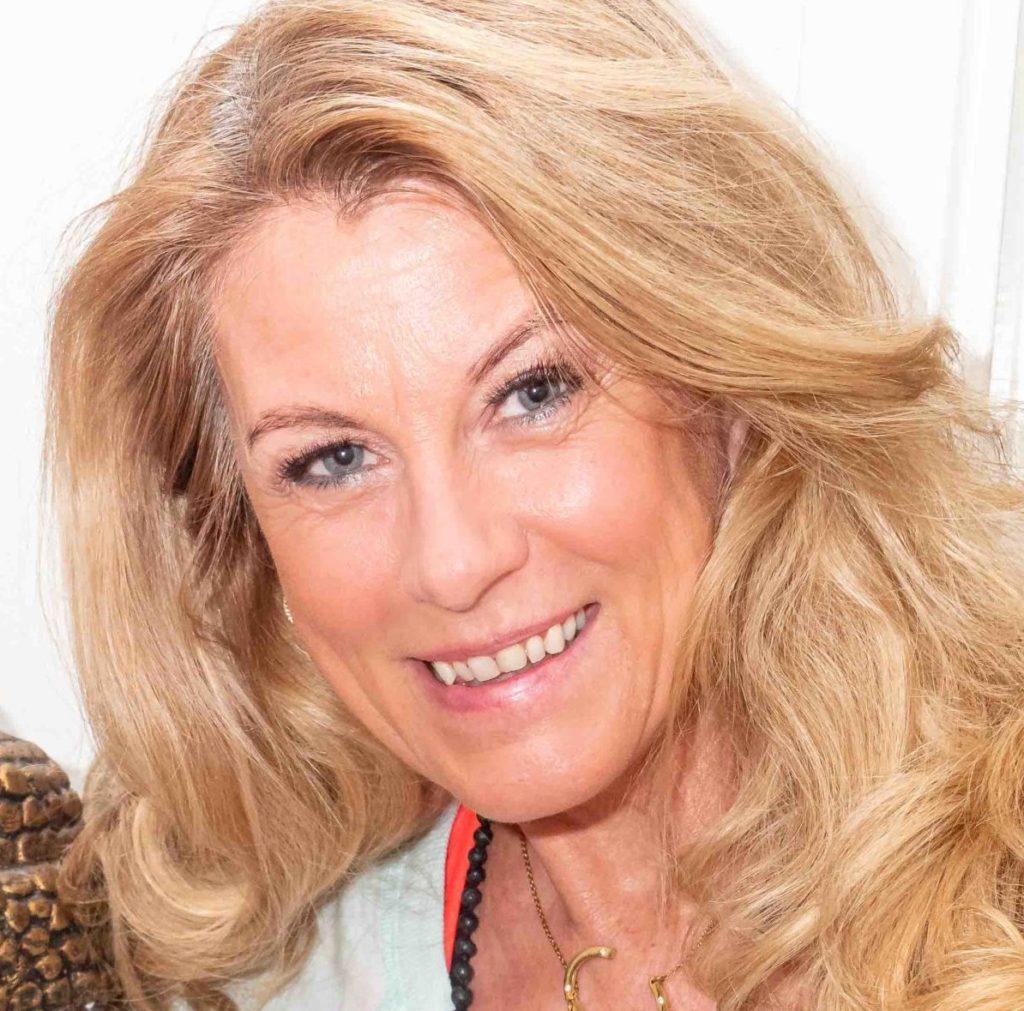 Christina Andersson leder Chakra Balance Dance på YogaMana